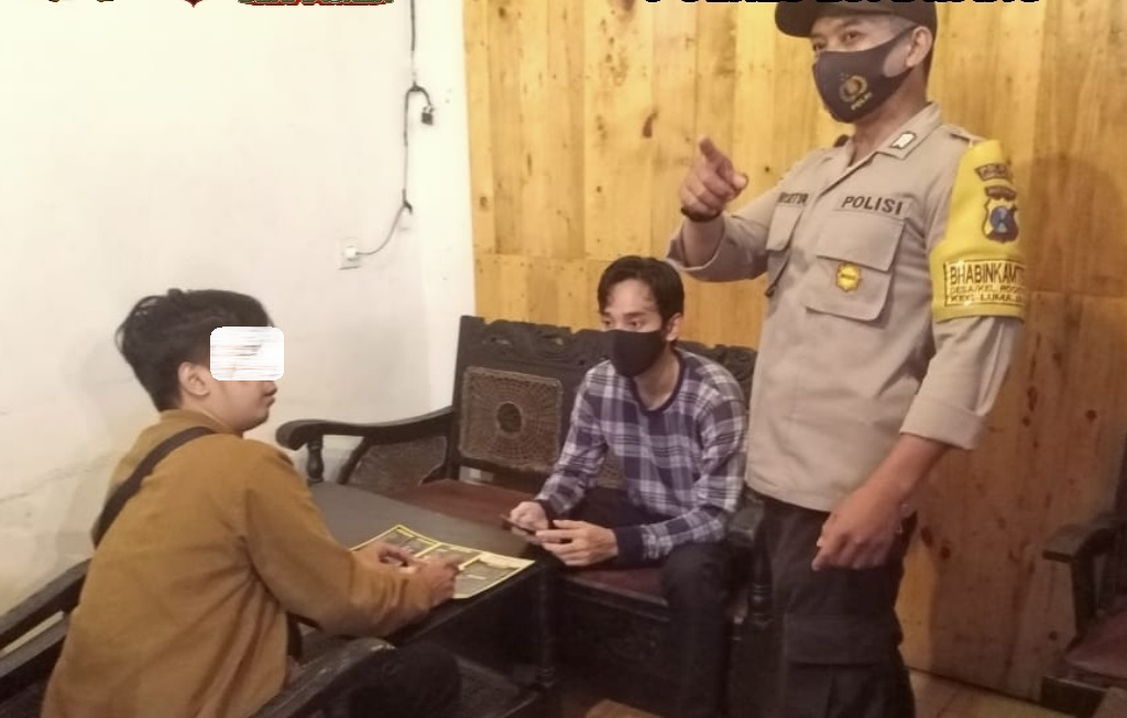 Polsek Lumajang Jaring Pengunjung Cafe Tidak Taat Prokes Covid -19