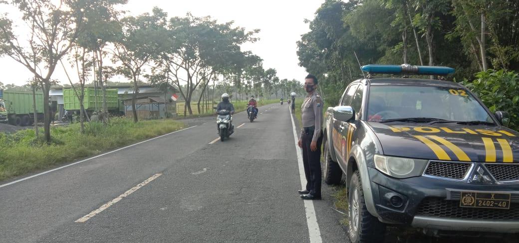 Polsek Candipuro Lumajang Awasi JLS Jarit Ada Balap Liar dan Penjahat