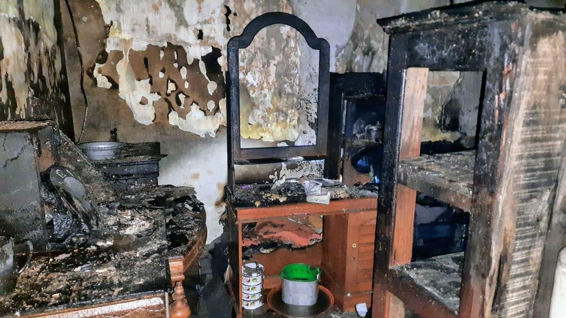 Konsleting Listrik Akibatkan Rumah Horip di Tekung  Lumajang Terbakar
