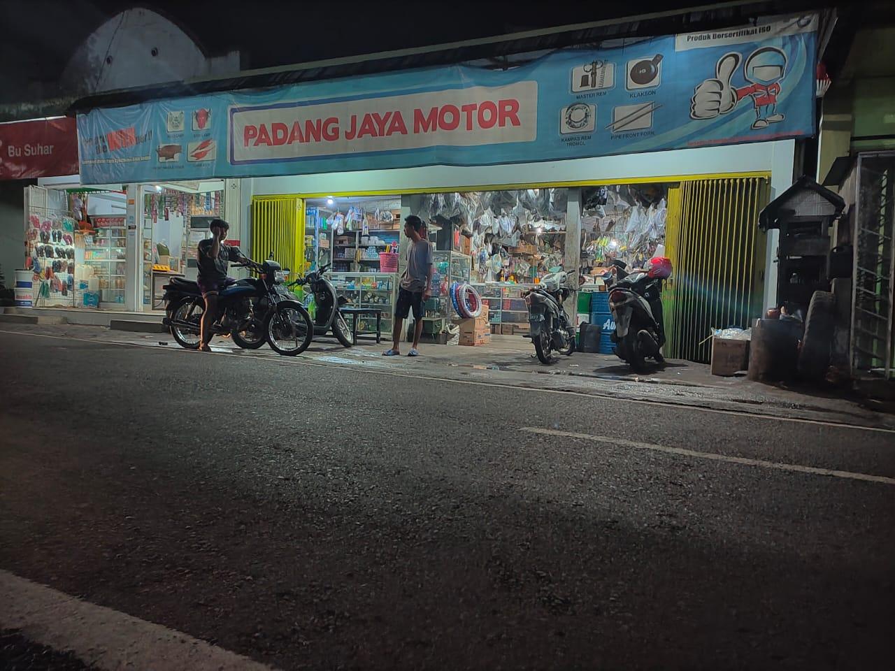 Toko Bengkel Padang Jaya Motor Padang Lumajang Ramai Pembeli