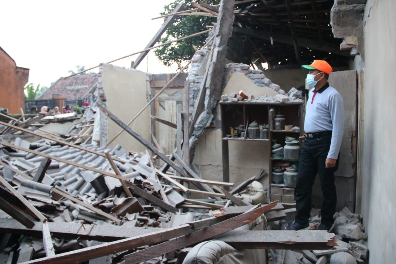Rumah Roboh Diterjang Gempa Kakek 98 Tahun Pasrujambe Alami Luka