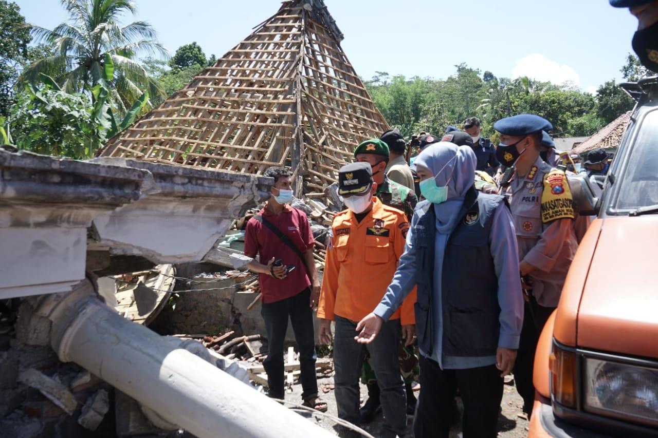 Gubernur Sampaikan Duka Mendalam Bagi Keluarga Korban Gempa Lumajang