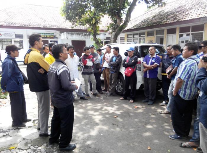 2 Bulan Tak Dibayar, Puluhan Petugas Baca Meter PLN Wadhul Disnaker