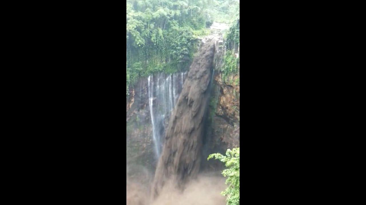Video Air Terjun Tumpak Sewu Dilintasi Banjir Lahar Semeru  Viral