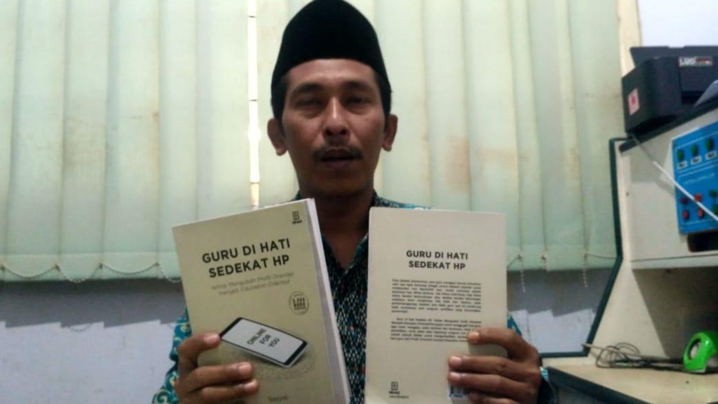 Ustad Sayyidi Lahirkan Buku Guru di Hati Sedekat HP untuk Pendidik
