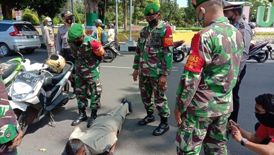 TNI dan Polri Tertibkan dan Beri Sanksi Warga Lumajang Tak Bermasker