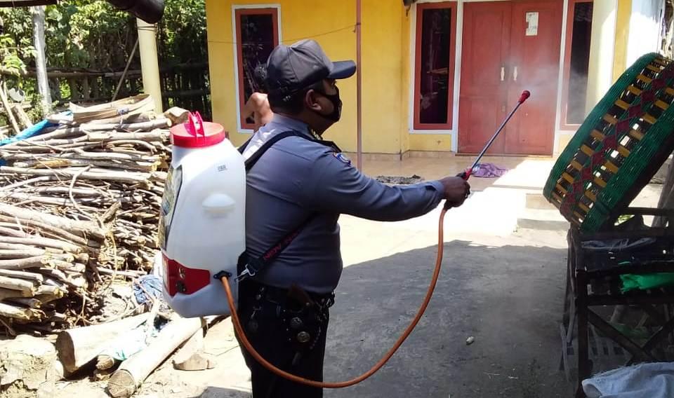 Polres Lumajang Gencarkan Penyemprotan Disinfektan di 21 Polsek