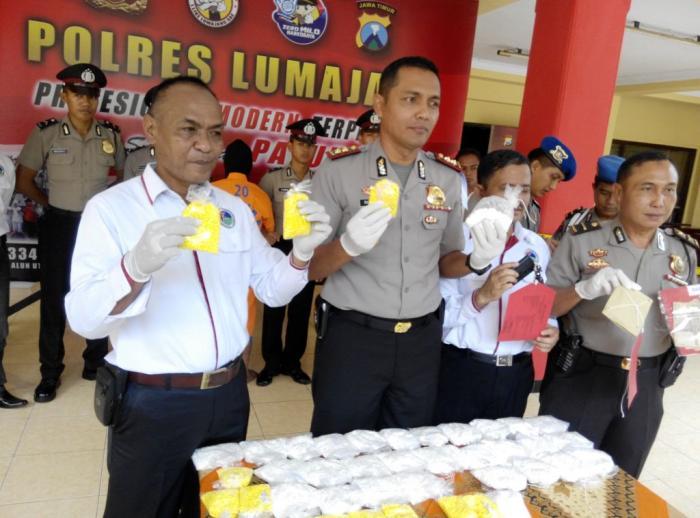 Ngeri, Polres Lumajang Bekuk Kurir 50 Ribu Pil Koplo