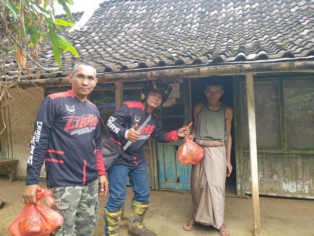 Komunitas Motor Trail LIBAS Lumajang Latber Sambil Bakti Sosial
