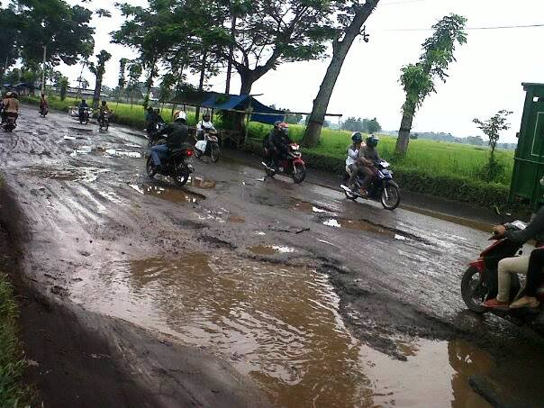 Warga Minta Perbaikan Jalan Tempeh-Lumajang, Pemerintah Hanya Siap Pasang Rambu