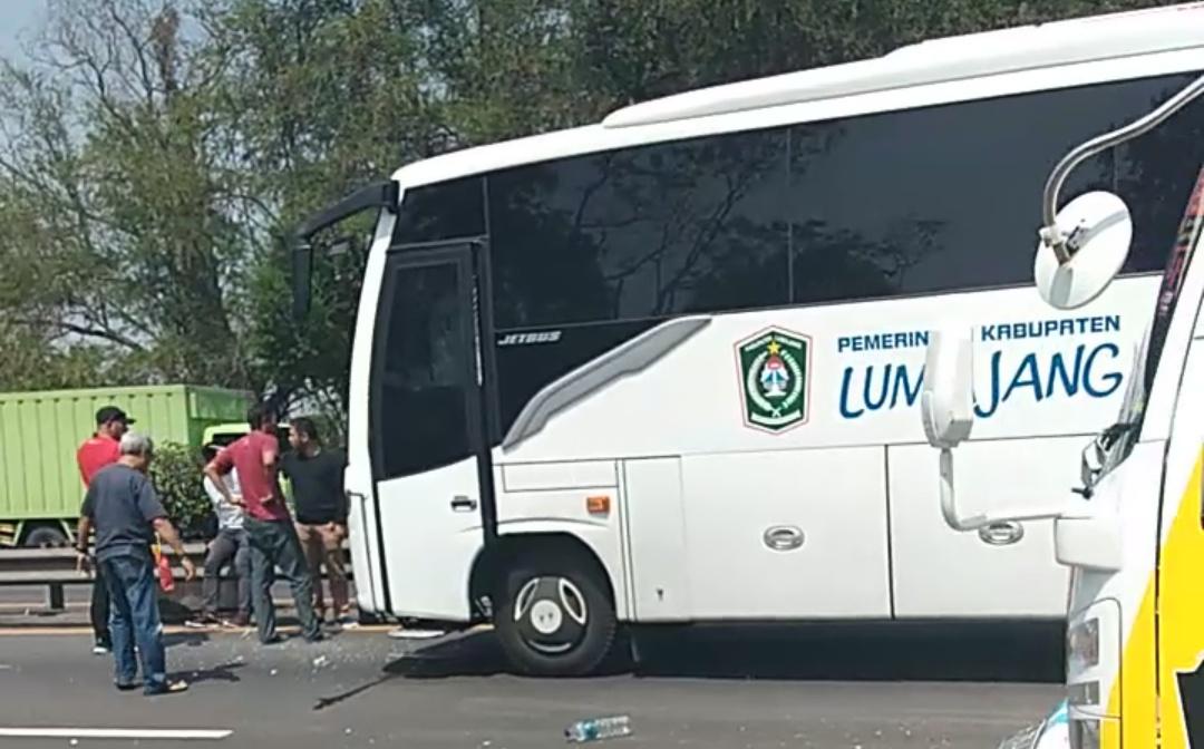Bus Pemkab Lumajang Jemput Pemain Semeru FC Alami Tabrakan Beruntun