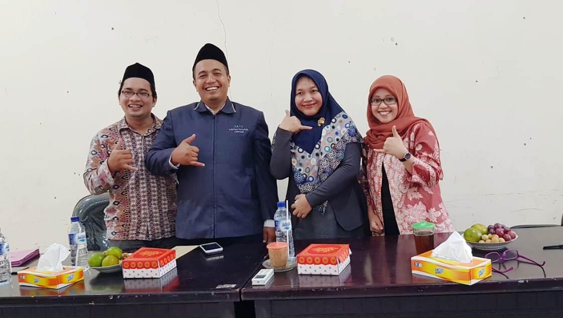 Dr. Jannah Uji Skripsi Mahasiswa Prodi KPI IAI Syarifuddin  Lumajang