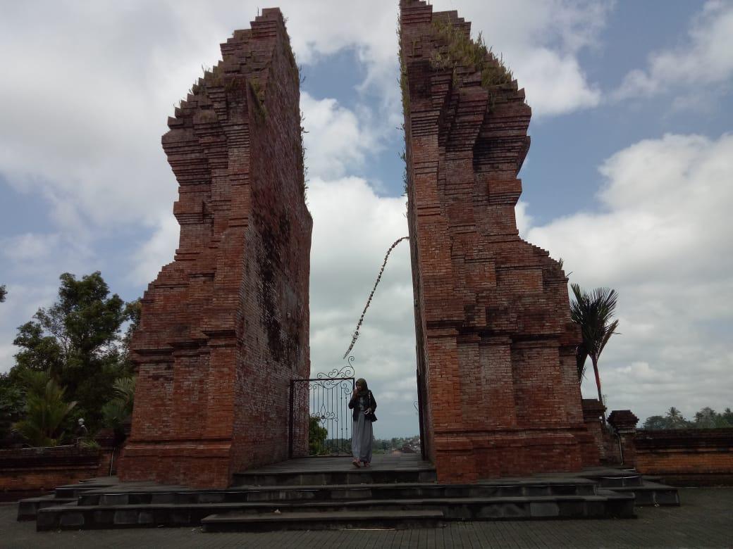 Pura Mandhara Giri Semeru Lumajang Makin Ramai Dikunjungi Wisatawan