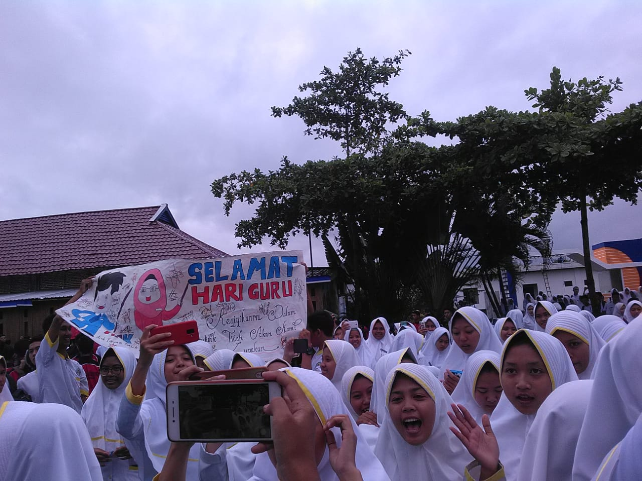 Peringatan Hari Guru Nasional Ala Siswa SMK Muhammadiyah Lumajang