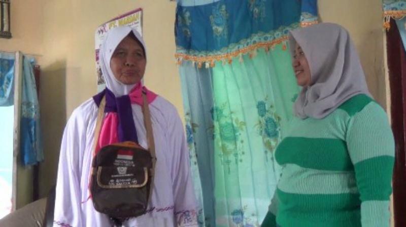 Nabung 27 Tahun, Nenek Penjual Ketan Naik Haji