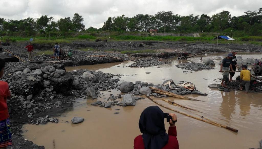 Ratusan Hektar Tambang Pasir di Lumajang Hanya 12 Titik Yang Berijin