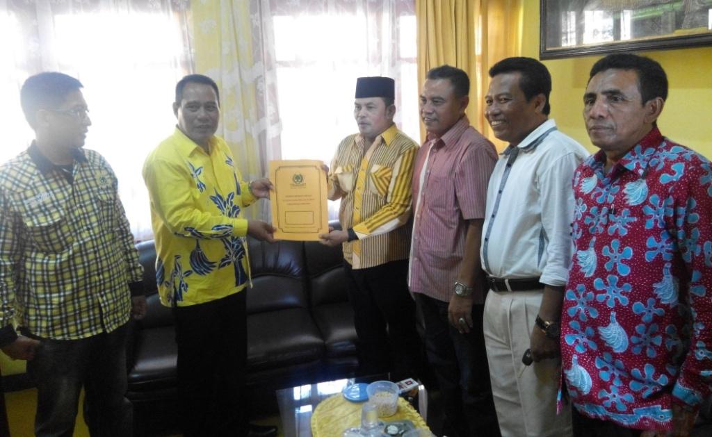 Usai As'at Malik, H. Rofiq Ikut Kembalikan Formulir Pendaftaran ke Golkar Lumajang