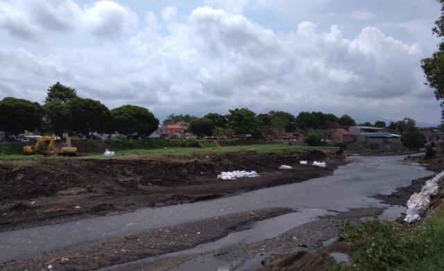 Perbaikan Dam Kali Asem, Pemasangan Jumbo Sak Terus Dikebut