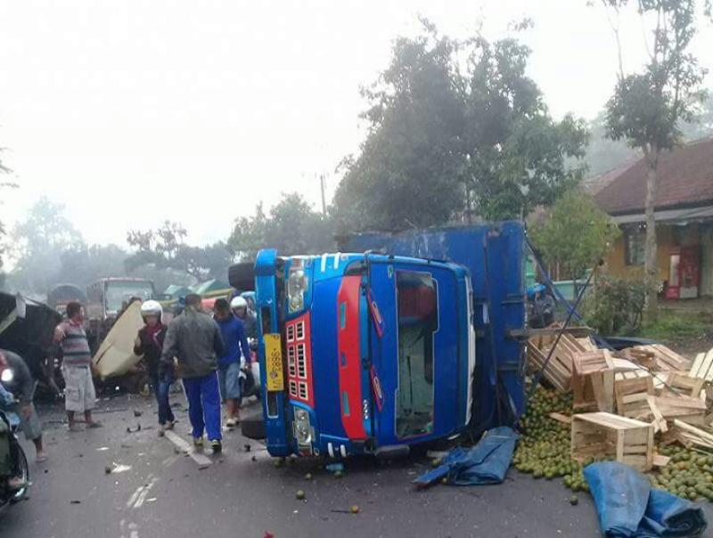 Truck Pasir vs Truck Jeruk di Kedungjajang, Lima Korban Luka-luka