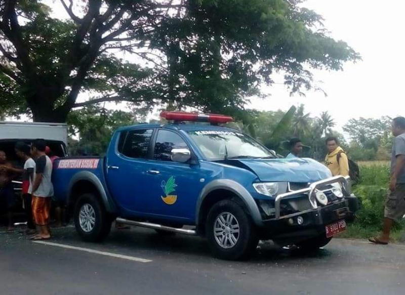Kecelakaan di Jalan Sukosari-Jatiroto, Mobil Plat Merah Nyeruduk Bokong Truck