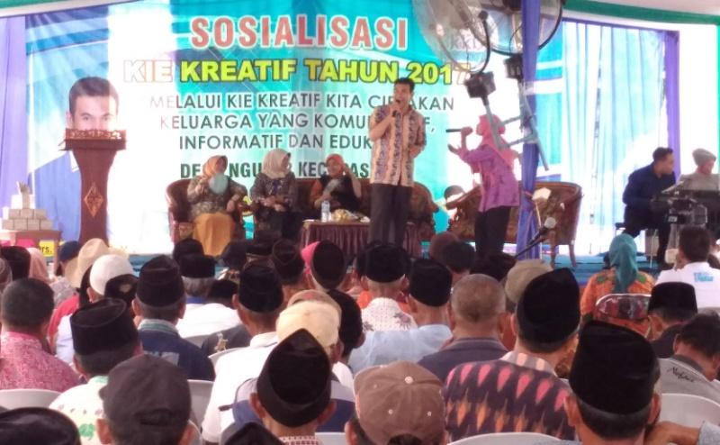 Ayub Khan Anggota DPR RI Komisi IX Tutup Rangkaian Sosialisasi KIE Kreatif BKKBN Jatim di Lumajang