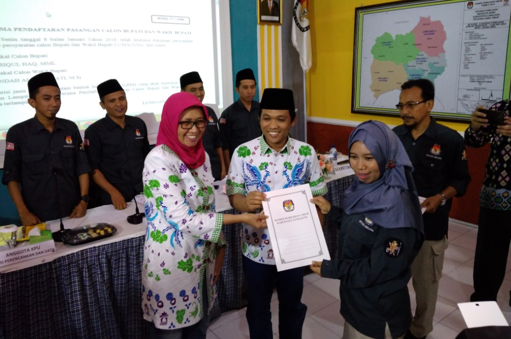 Diusung PKB-Gerindra, Pasangan Thoriq-Indah Daftar ke KPU Lumajang