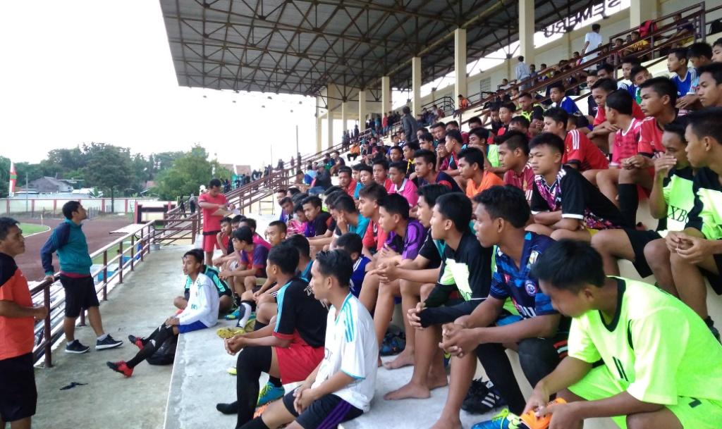 Ratusan Pemaian Ikuti Seleksi PSIL U-17 di Stadion Semeru