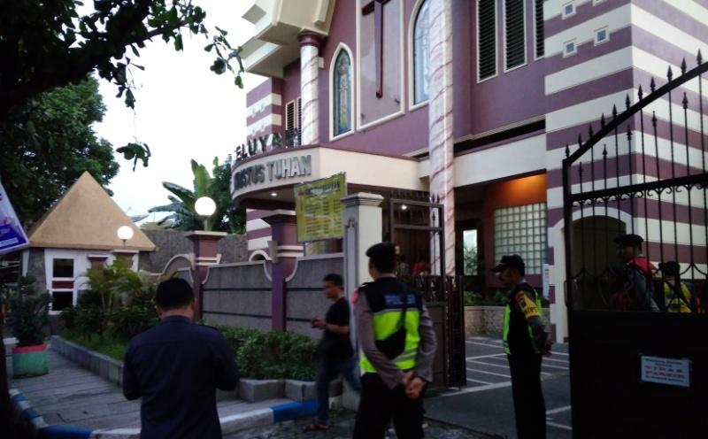 Teror Bom di Surabaya, Penjagaan Gereja di Lumajang Diperketat