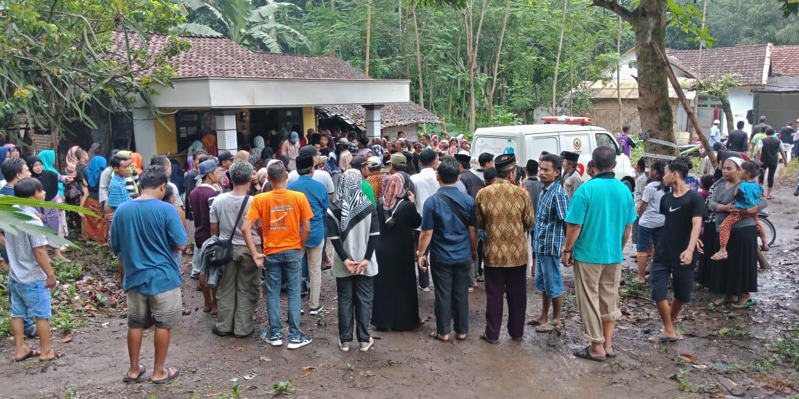 TKI Meninggal di Malaysia Tiba di Lumajang Disambut Isak Tangis