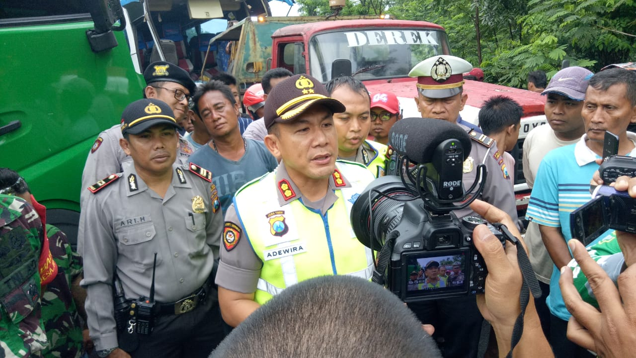 Kronologis Kecelakaan Bus Bidan Vs Tronton di Ranuyoso Lumajang