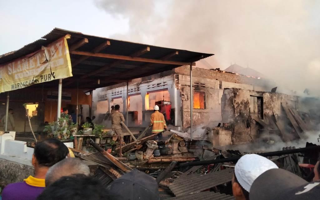 Api Tungku Pawon Menyala, Ruko di Pasirian Lumajang Ludes Terbakar