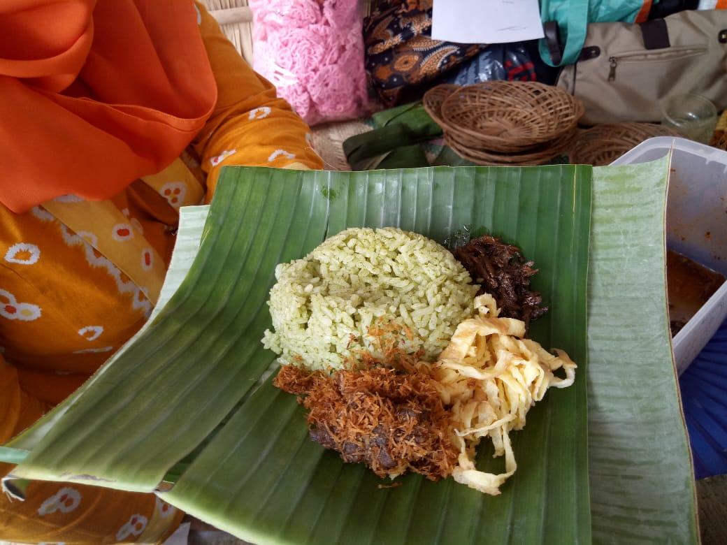 Nasi Gulor dan Sayur Lompong di Stand Kecamatan Gucialit Diburu