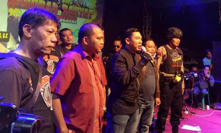 Kapolres Lumajang AKBP Adewira Beri Himbauan Kamtibmas di Orkes Desa