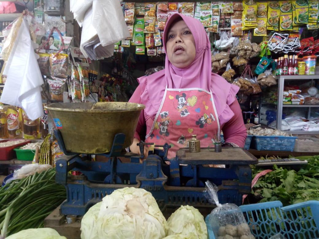 Harga Kebutuhan Pokok Masih Stabil di Pasar Lumajang