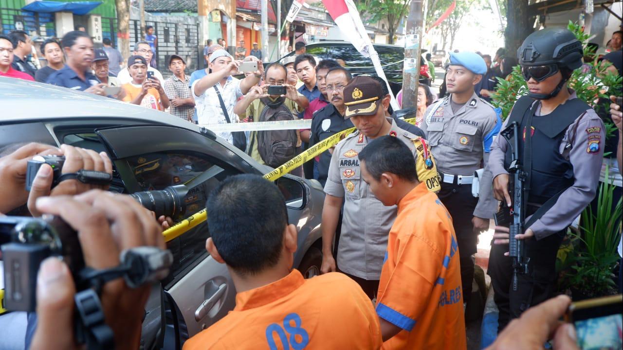Ratusan Warga Padati Rekonstruksi Pencurian Mobil di Jalan MKS Lumajang