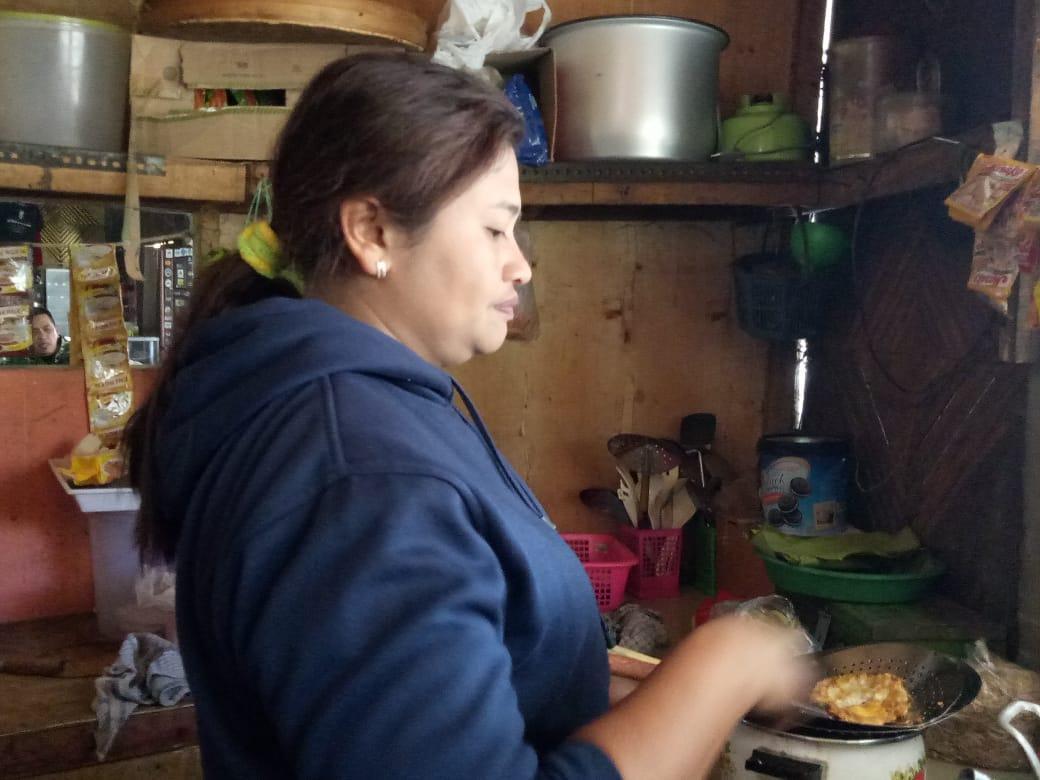 Warung Makanan di Ranu Pane Tutup Saat Kebakaran Semeru Tak Kunjung Padam