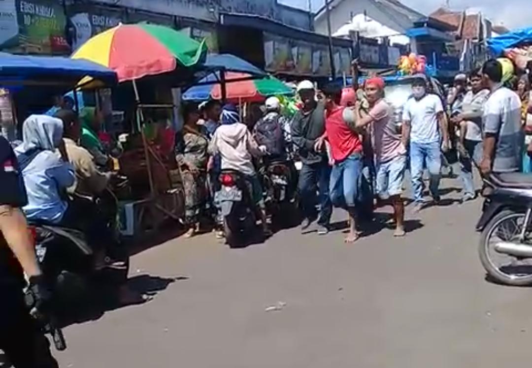 Naik Motor dan Bawa Sajam Tabrak Petugas, Pemuda Klakah Ditangkap