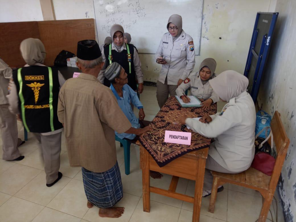 ASN Polres Lumajang Gelar Pengobatan Gratis di Ponpes Mansyaul Huda Tukum