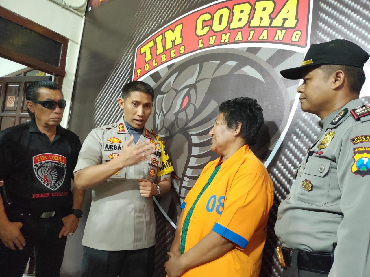 Tipu Tuhan, Retno Ditangkap Warga dan Diserahkan ke Tim Cobra Lumajang