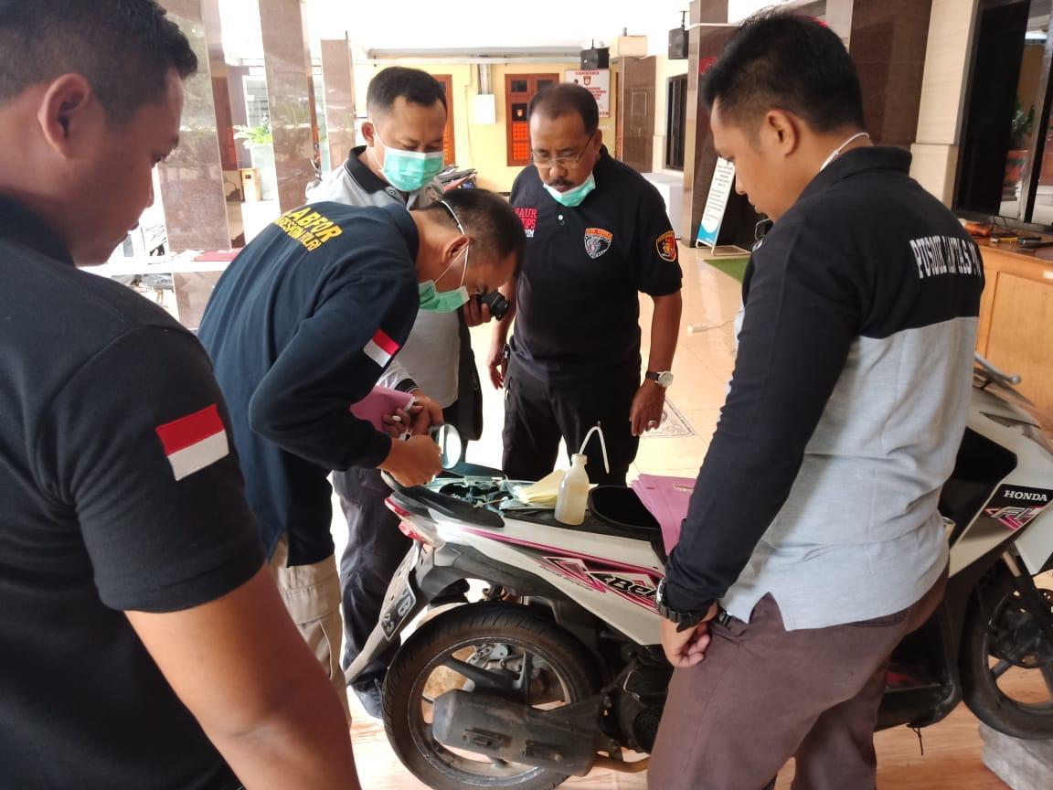 Tim Labfor Polda Jatim Identifikasi Ratusan Motor Bodong Hasil Razia Cobra