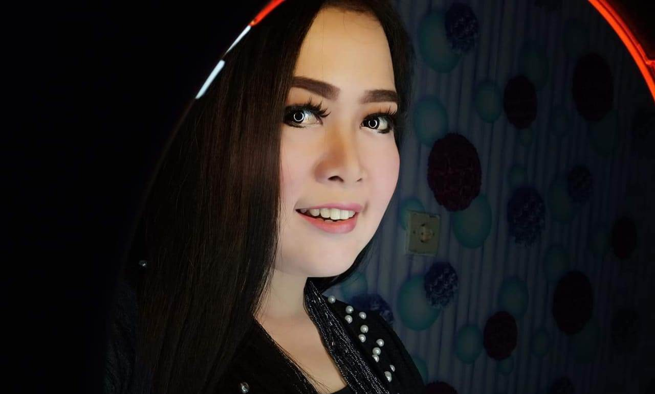 Vera Dewi Amore Penyanyi Sekaligus Pembisnis Emas Batangan