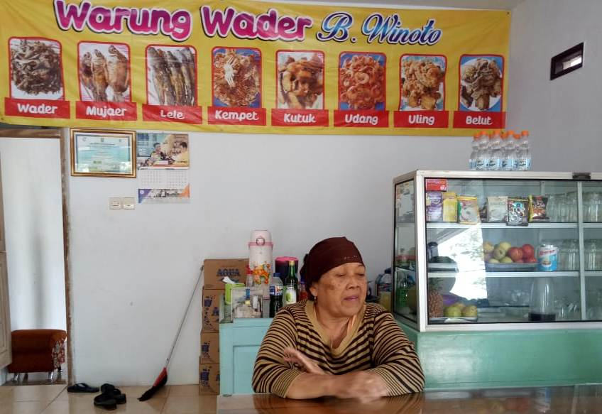Makan Siang di Lumajang, Enaknya di Warung  Khas Sungai Mbok Wiyoto