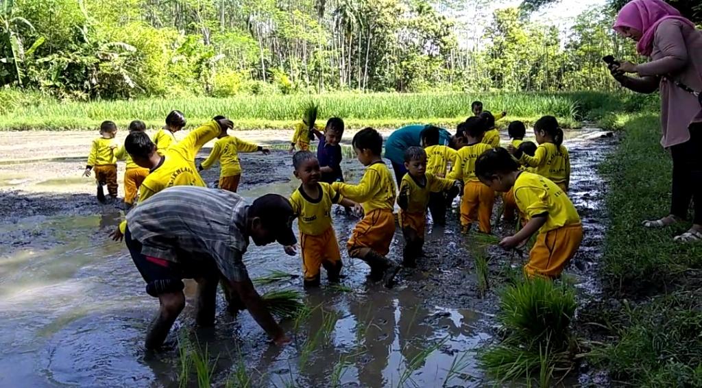 Belajar di Alam, TK Al-Ikhlas Berkunjung ke Wisata Edukasi Alas Semeru