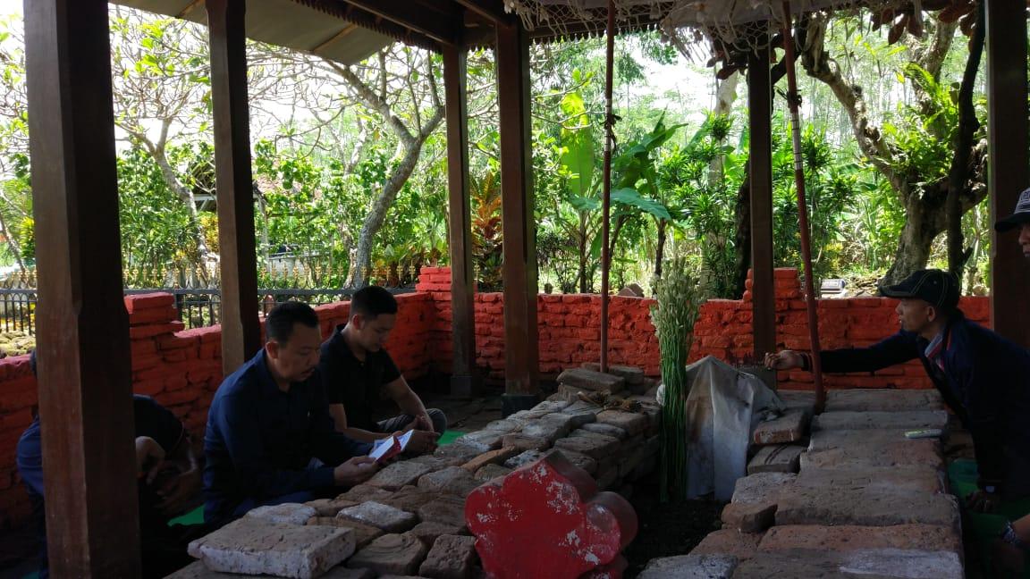 Ferlyanto Artis Jakarta Ziarah ke Makam Arya Wiraraja