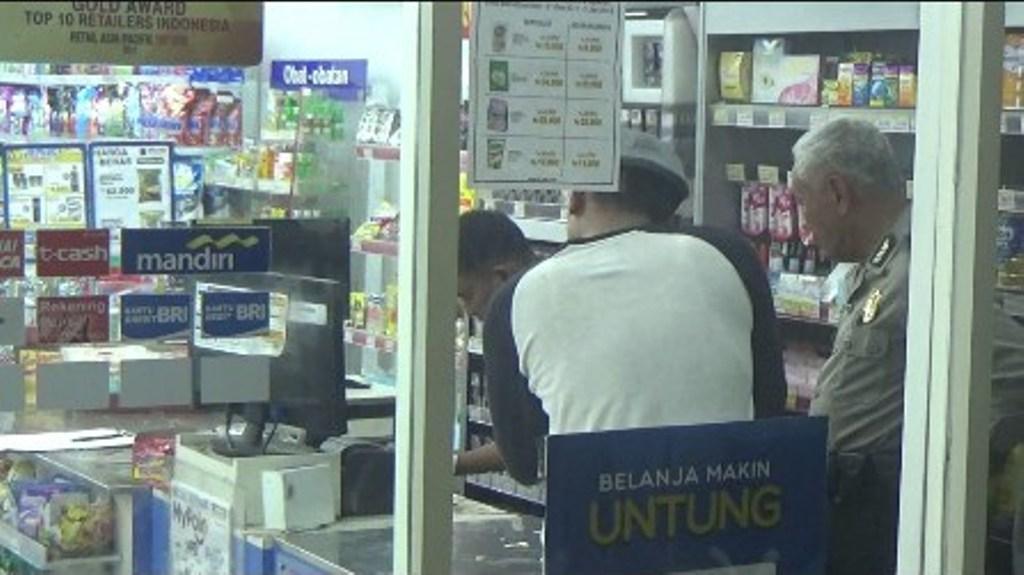 Masuk Lewat Atap, Maling Bobol Mesin ATM Minimarket di Yosowilangun