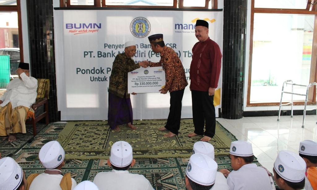 H. M. Nur Purnamasidi Anggota DPR RI Arahkan CSR Bank Mandiri untuk PP Syarifuddin