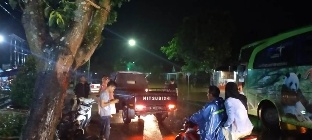 Banjir Putus Akses Jalan Lumajang-Jember Jalur Wonorejo