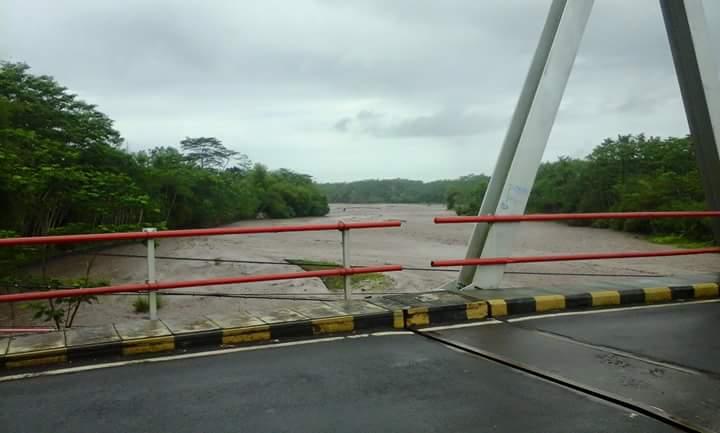 Hujan 2 Hari, Aliran Sungai dari Semeru Banjir Lahar Dingin