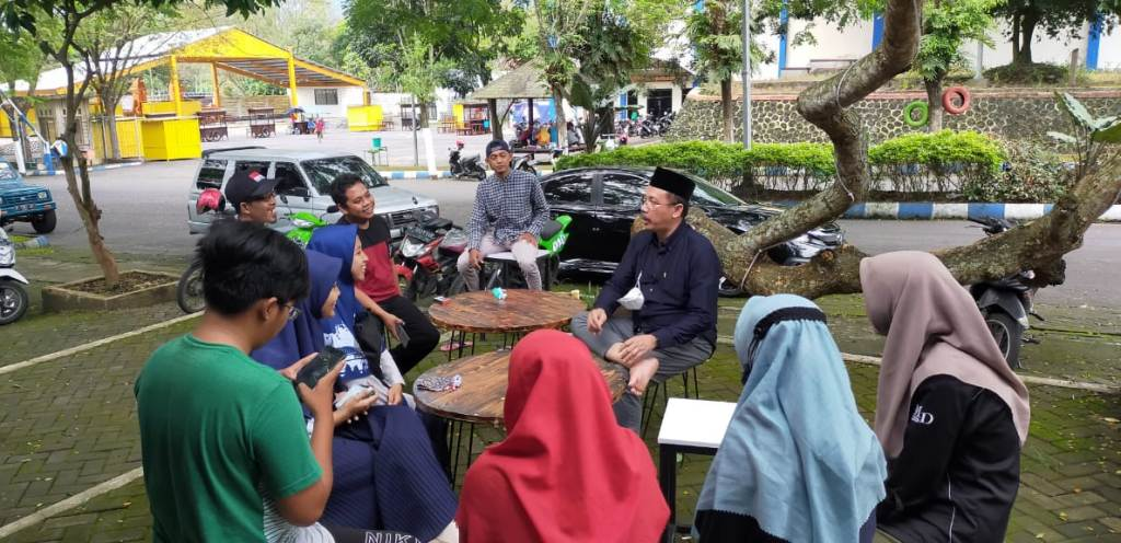 Bang Poer DPR RI Diskusi Bareng Mahasiswa di Kopi Redaksi Lumajang