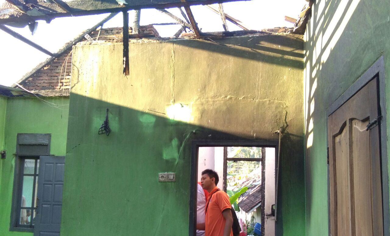 Ditinggal Pergi, Rumah Warga Desa Burno Ludes Dilalap Api